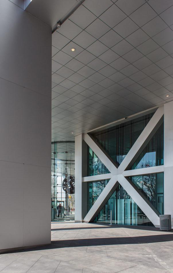 Massive aluminum-clad pillars and cross-bracing.