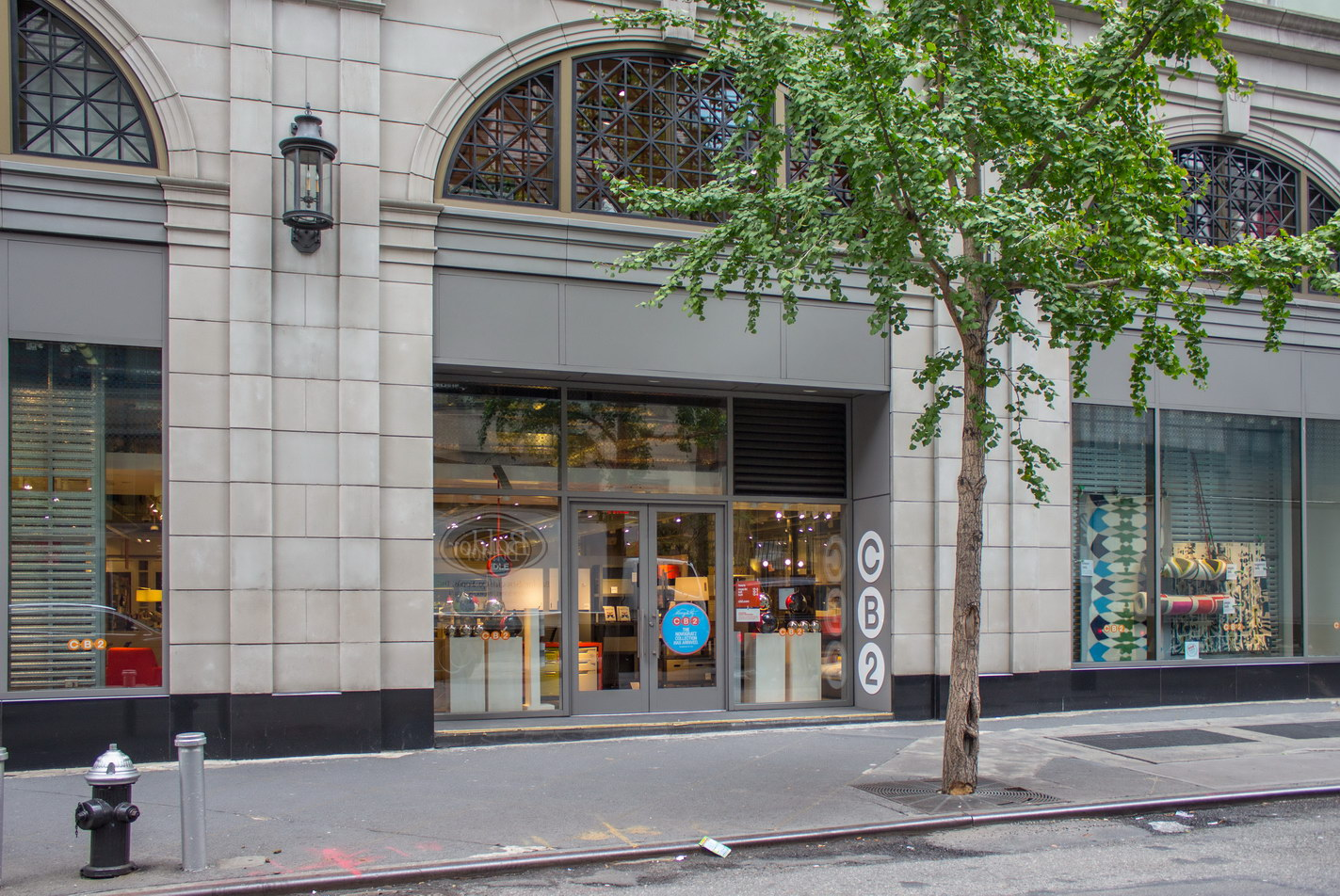 Retail space on the E58th Street side.