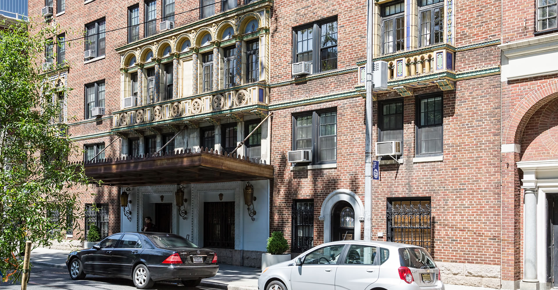 "<a href=""../37-washington-square-west/"" target=""_top"">37 Washington Square West</a>"