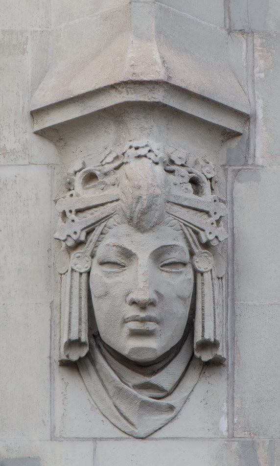 Four heads repeat around the Barclay Street, Broadway and Park Place facades. (1)