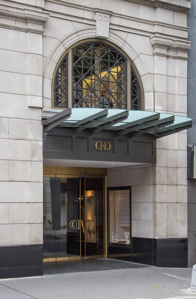 A second E59th Street entrance.