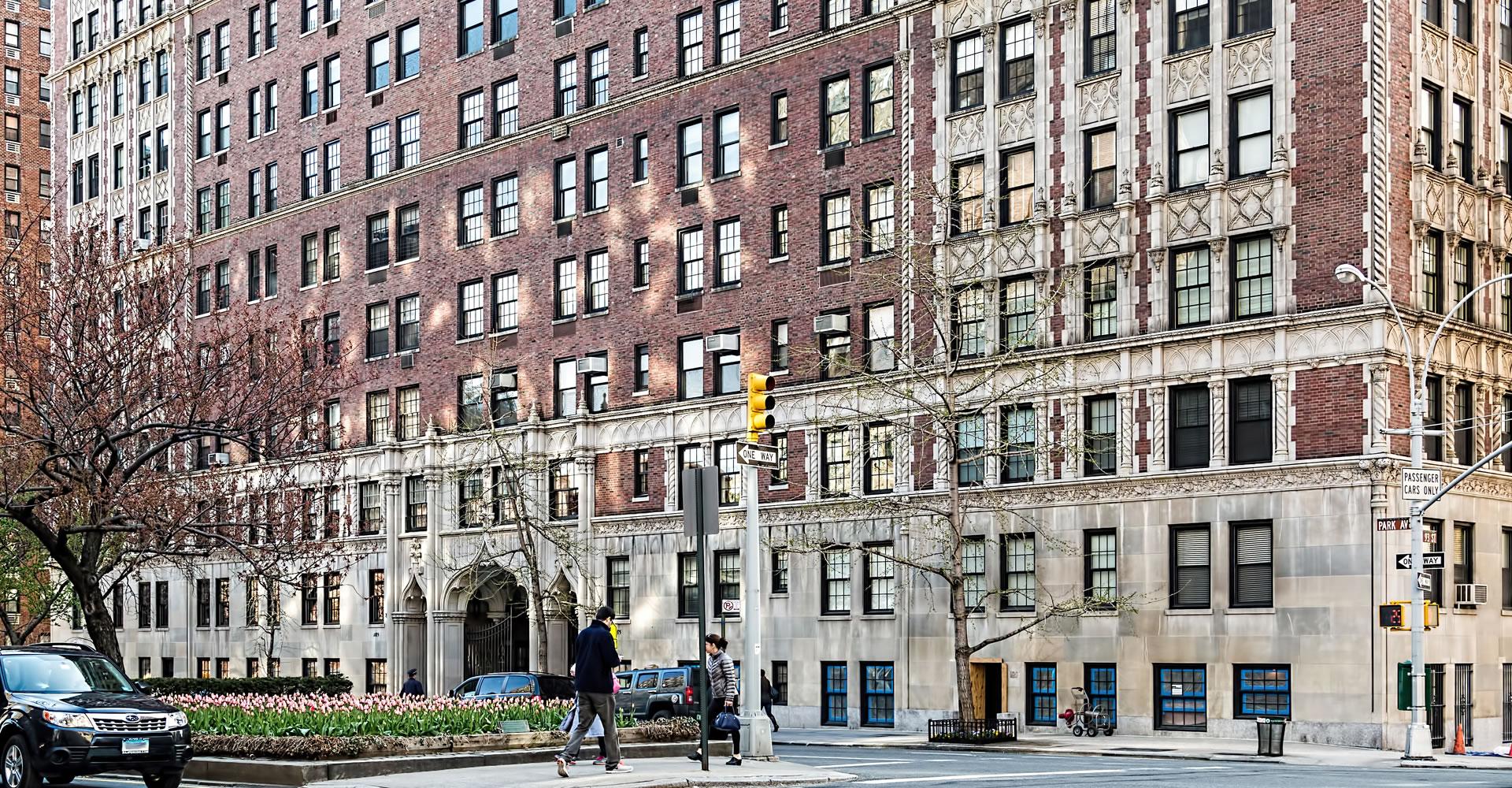 """<a href=""""../1185-park-avenue"""" target=""""_top"""">1185 Park Avenue</a>"""