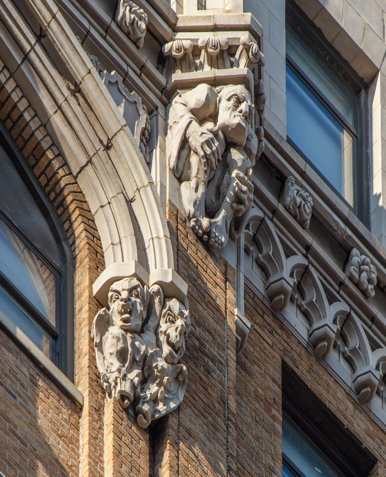 Grotesques and other decorative elements at the 12th/13th floors.