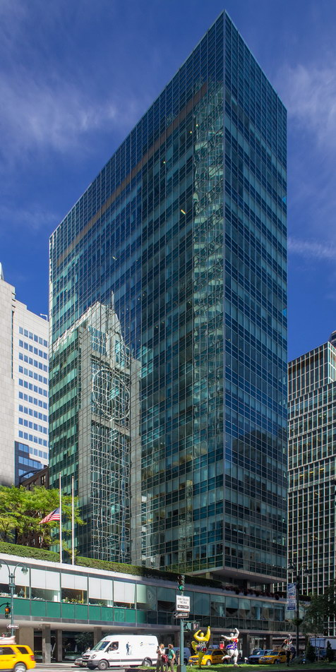 Lever House reflects neighboring Banco Santander Building.