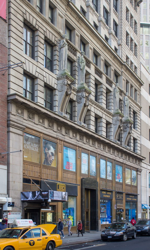 The bronze storefronts are a 1929 revision.