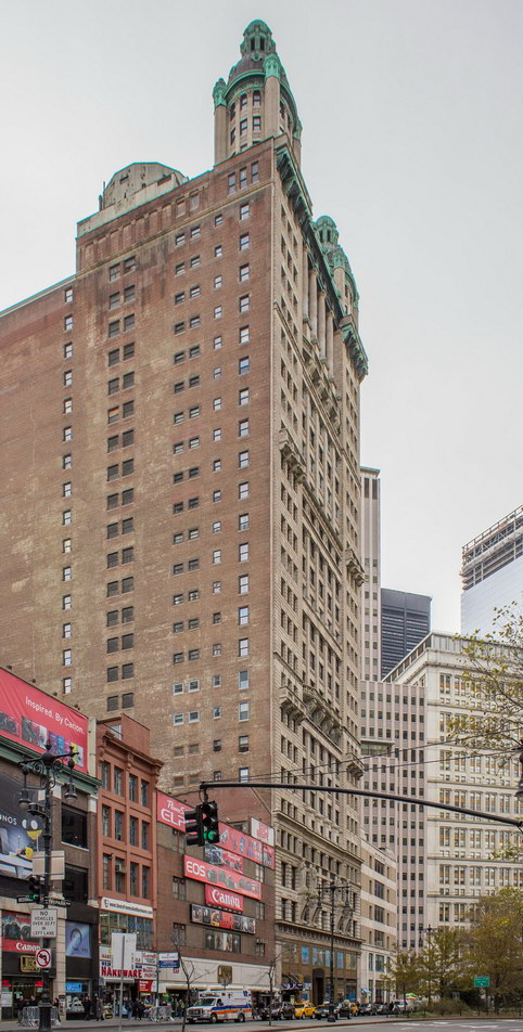The Park Row Construction Company bought the adjoining lots to ensure that no tall buildings would block the Park Row Building's windows.